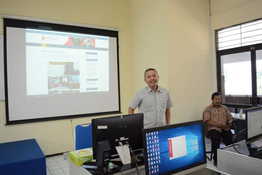 REVIEW PELATIHAN TURNITIN DAN MENDELEY